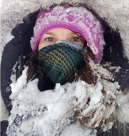 jaci tonelli couverte de neige.